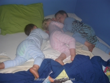 co-sleeping-with-siblings.jpg